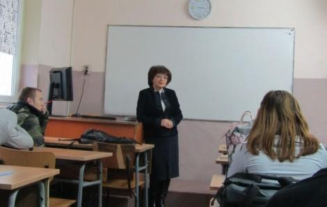 ee925aaef89 Съдия изнесе открит урок във варненско училище | Moreto.net - Варна