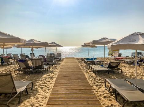 419f59da6d0 Нова хитрина използват концесионерите на някои плажове от българското  Черноморие. Само 36 стотинки за чадър или шезлонг е цената, която е обявена  по договор ...
